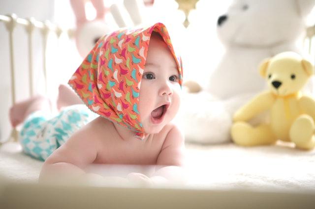 צעצועים מתאימים לגיל להתפתחות הילד - בין שישה לאחד עשר חודשים