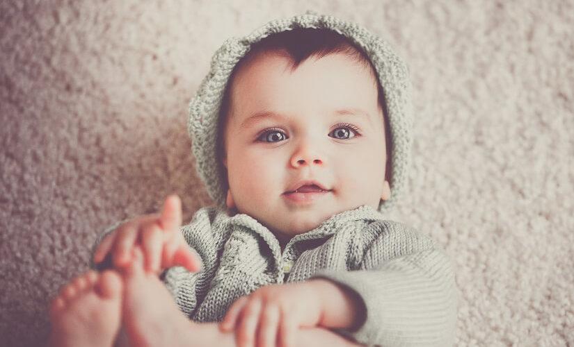 מתי תינוק יוצר קשר עין